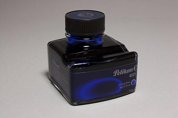 Tinte 50 ml Königsblau mit Stiftablage von Pelikan