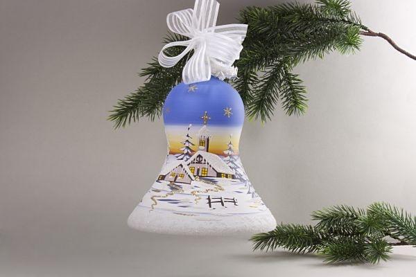 beleuchtete Glocke mit Winterlandschaft hellblau