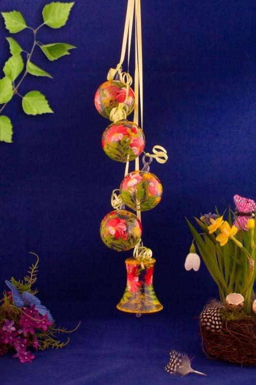 dekoration aus glas gebinde mit glocke blume rot christbaumkugeln christbaumschmuck und. Black Bedroom Furniture Sets. Home Design Ideas