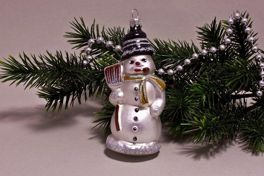 Schneemann mit Besen weiß gold