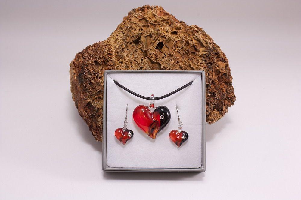 Glasschmuck im Set Herz schwarz/rot