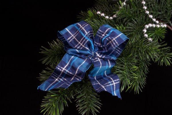 Weihnachtsschleife blau silber kariert