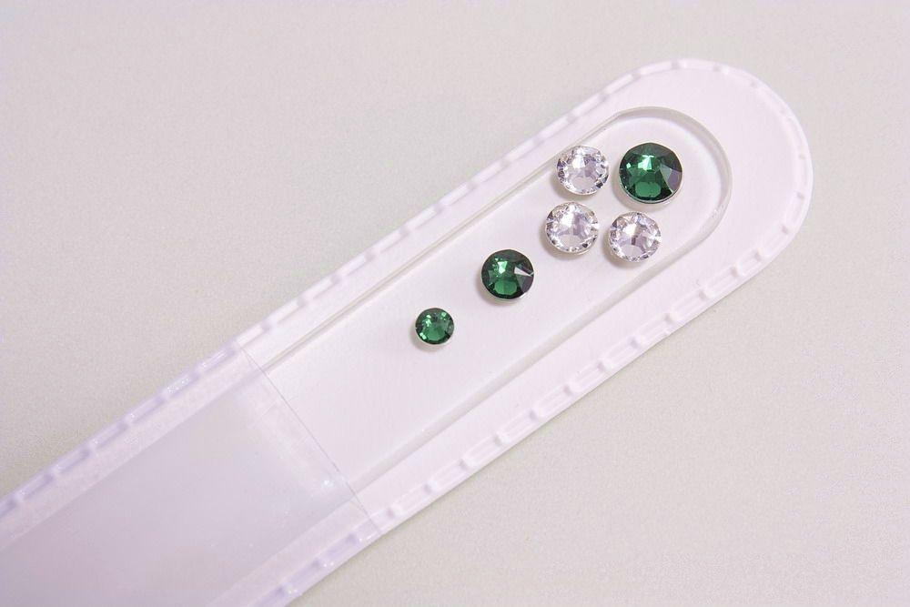 Glasnagelfeile mit echtem Swarovski in grün-weiss