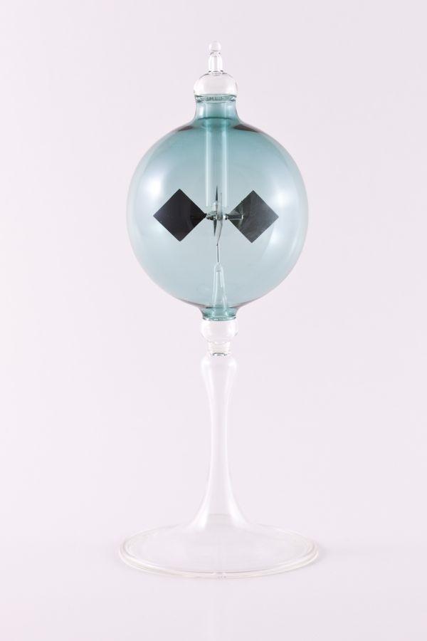 stahlblaue Lichtmühle Radiometer stehend 8cm transparent