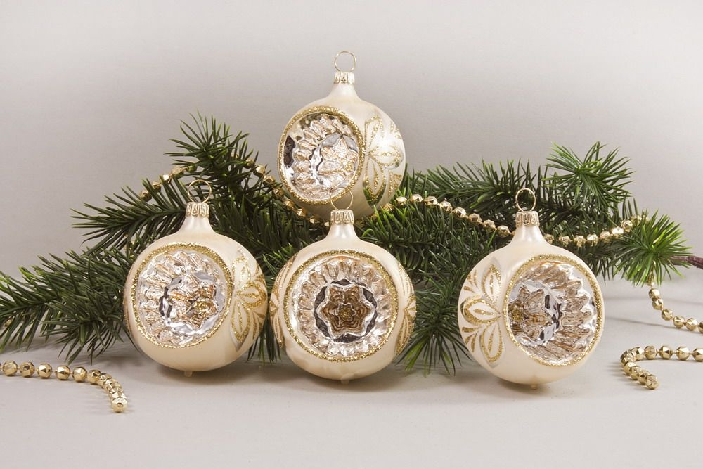 4 Reflexkugeln 6 cm Eis Champagner mit goldener Schleife