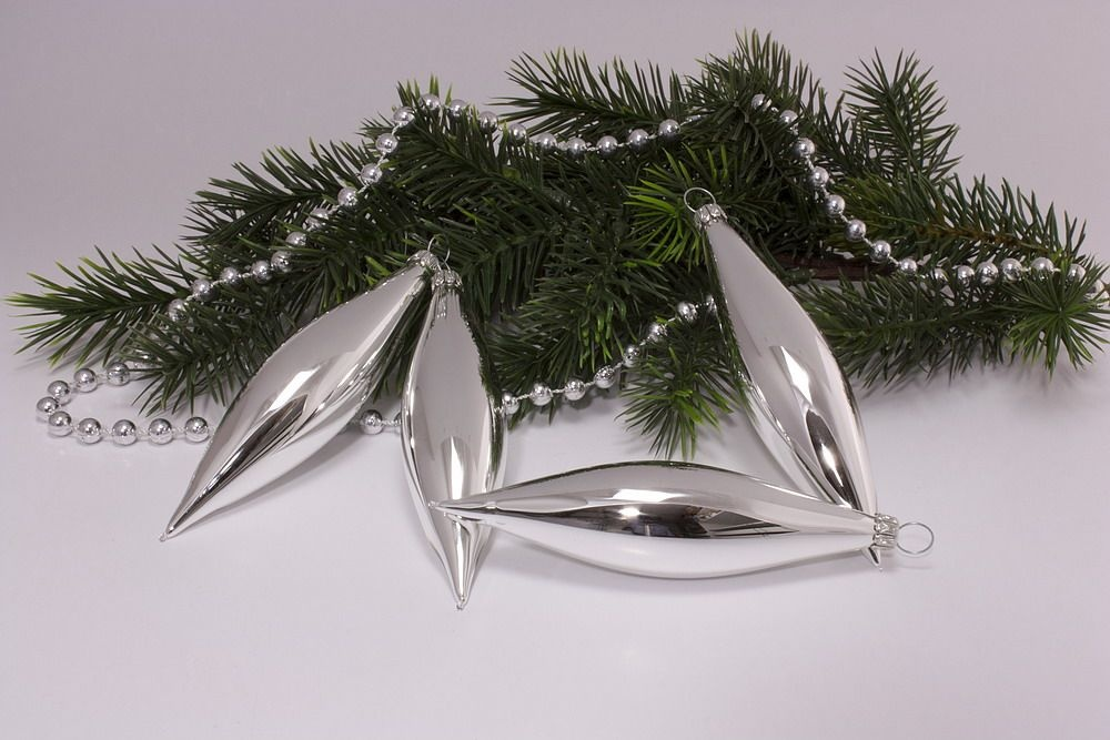 4 oliven in silber glanz uni christbaumkugeln christbaumschmuck und weihnachtskugeln aus glas. Black Bedroom Furniture Sets. Home Design Ideas