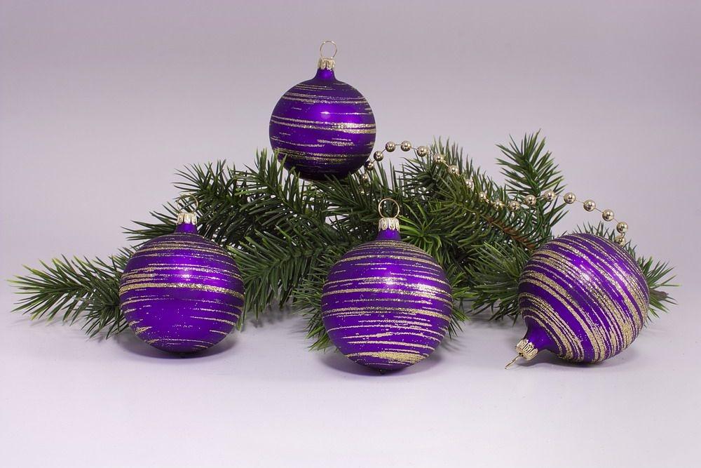 4 große Weihnachtskugeln 10cm Violett matt gold geringelt