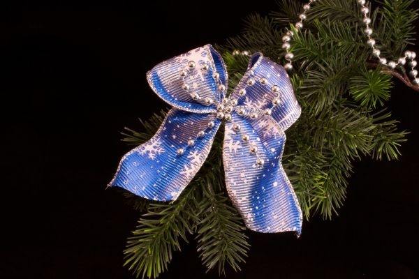 Christbaumschmuck Dekoschleife blau weiß Silberperlen