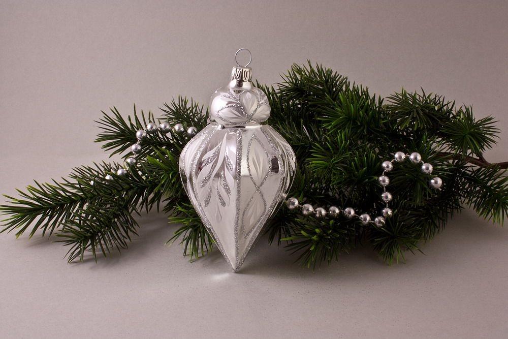 1 Zwiebelturm Silber Glanz mit Christrose