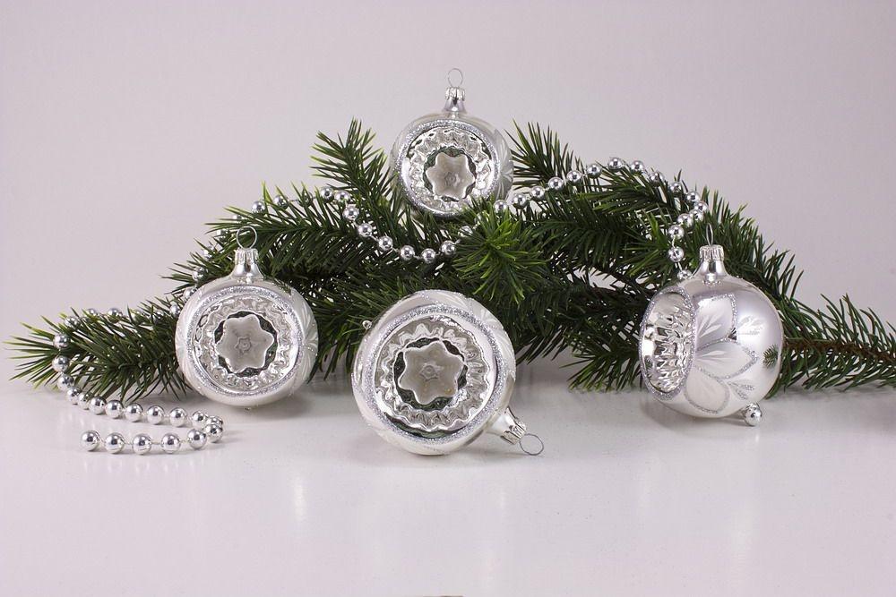 4 Reflexkugeln Ø 6cm Silber Glanz Christrose