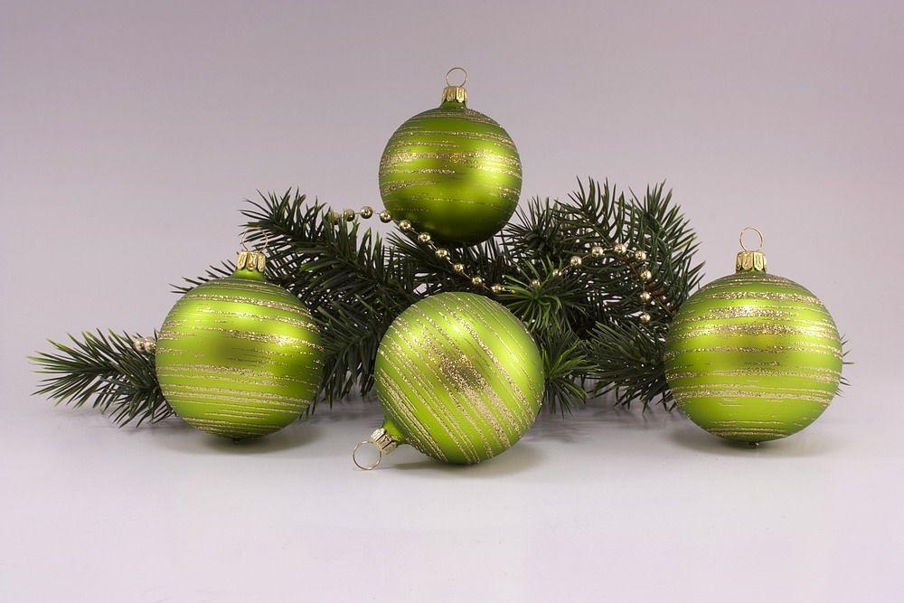 4 Weihnachtskugeln 8cm Apfelgrün matt gold geringelt