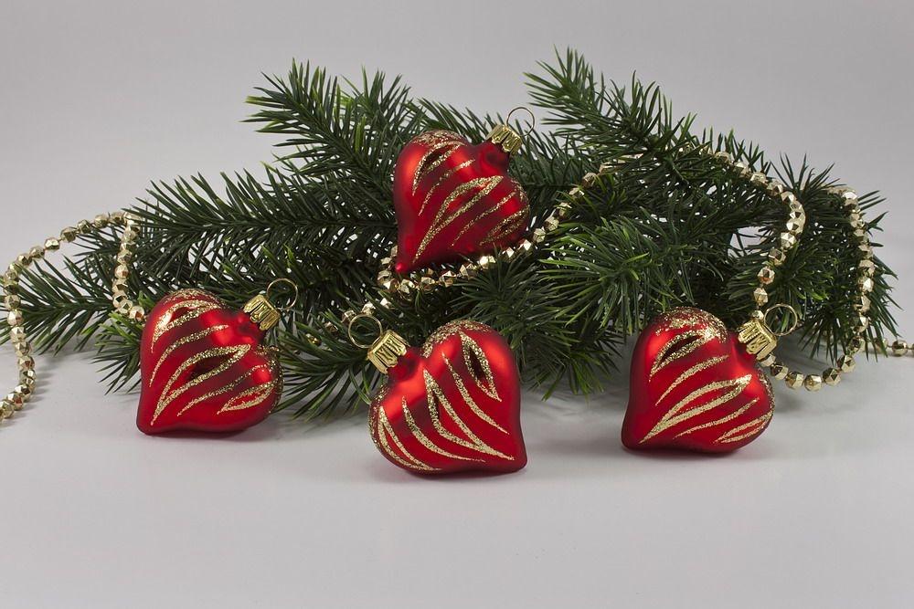 4 Herzen Rot matt mit geschwungenem Streifen gold