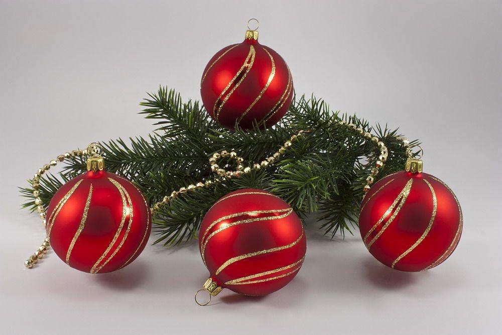Weihnachtskugeln Rot Gold.4 Große Kugeln 10cm Rot Matt Mit Geschwungenem Streifen Gold Christbaumschmuck Aus Lauscha
