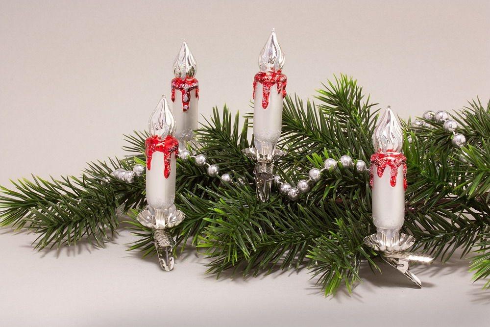 4 kleine Kerzen Weiß matt rot