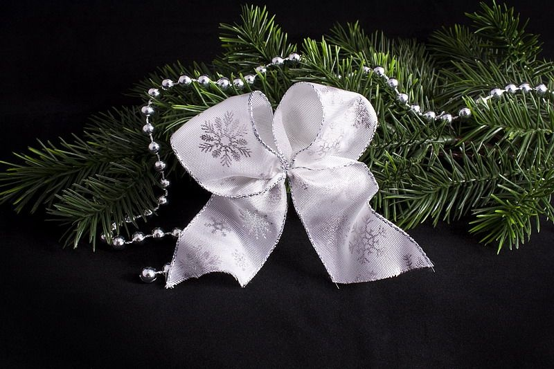Weihnachtsschleife Weiß mit silbernem Schneekristall