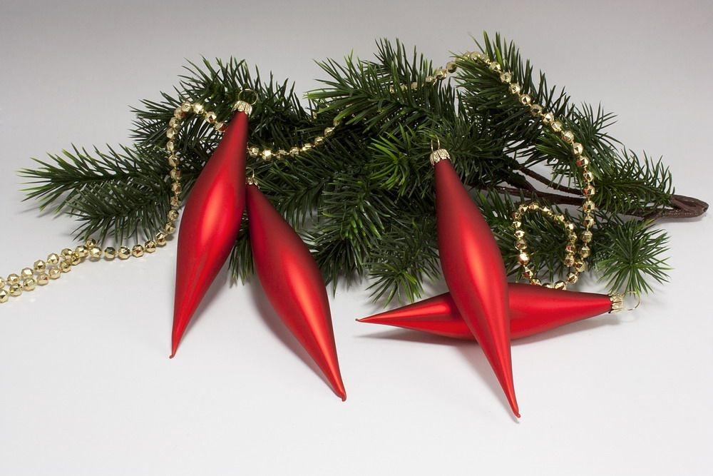 4 Oliven - Weihnachtskugeln aus Glas in Rot matt uni