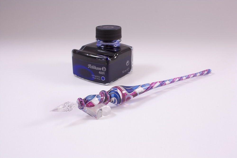Geschenkset mit Glasfederhalter blau-magenta transparent