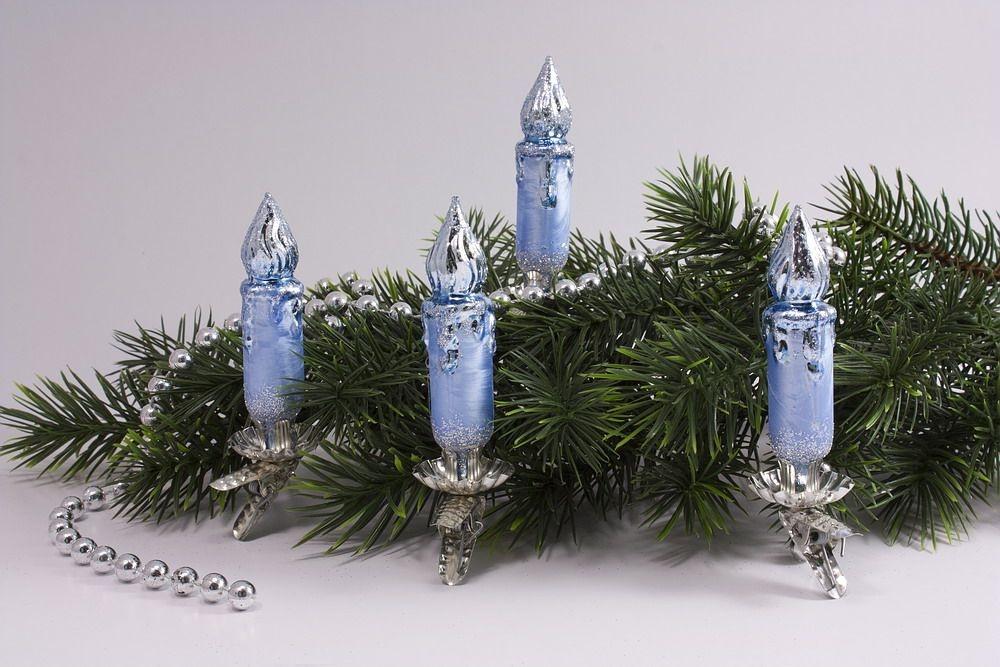 4 kleine Kerzen Eis-hellblau silber